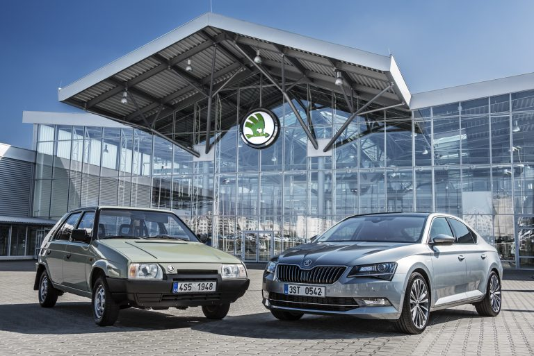 What a development! The most important model in 1991 was the ŠKODA Favorit (left). For its time, it was a modern and spacious compact car with hatchback. A quarter of a century later, the sophisticated mid-class segment model, the ŠKODA Superb, is the brand's flagship in 2016. (Photo: ŠKODA AUTO a.s.)