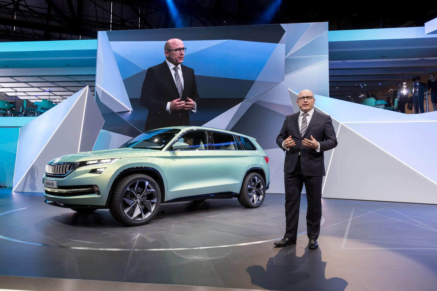 Unveiling the beauty of a vision in green. The VisionS in Geneva. (Photo: ŠKODA AUTO a.s.)