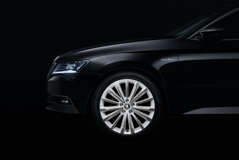 151021 SKODA Superb Black Crystal 1