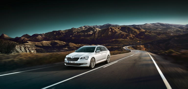 ŠKODA Superb dynamic light features