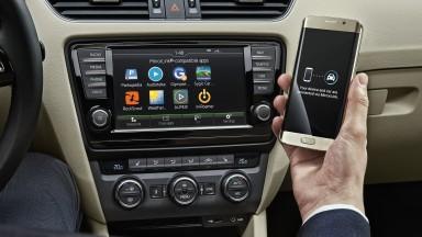 Wireless data flow from smartphone: ŠKODA presents Wireless MirrorLink