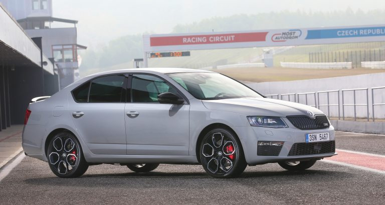 If the Octavia RS 230 were an animal, you would think twice before approaching it. This sporty car's aggressive design is underscored by numerous black additions, including the grille and side mirrors.
