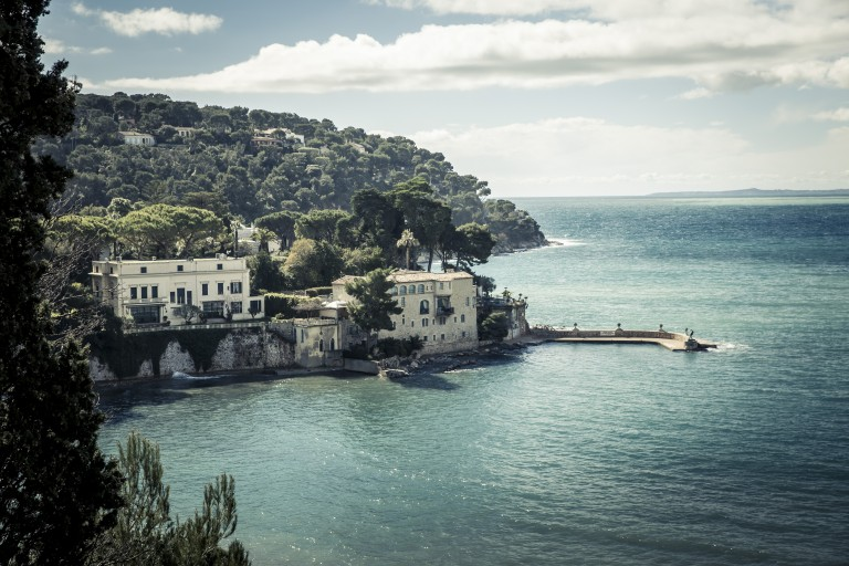 With its stunning views, Cap Ferrat always attracted artists and celebrities. Charlie Chaplin, Edith Piaf, Elizabeth Taylor and Richard Burton all spent time here.