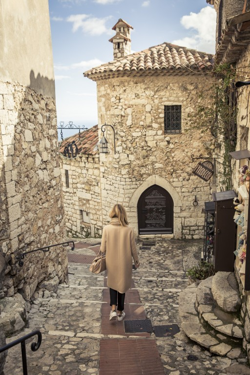 A stroll through Èze-Village: The medieval lanes are usually crowded with tourists from all over the world.
