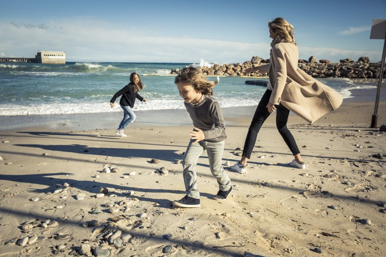 On the beach after school: Mina (6, left) and Aiden (4) with their mum at Cap-d'Ail.