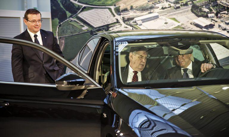 Prezident Miloš Zeman navštívil výrobní závod ŠKODA AUTO v Kvasinách