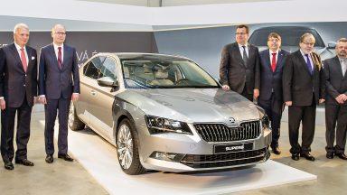 ŠKODA AUTO rozšiřuje výrobní závod Kvasiny; vláda České republiky investuje do infrastruktury v regionu