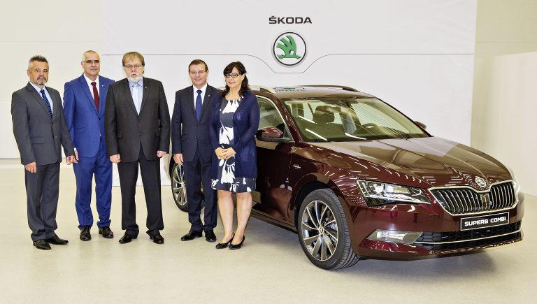 Ministryně práce a sociálních věcí Michaela Marksová navštívila závod ŠKODA AUTO v Kvasinách