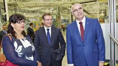 ŠKODA AUTO v Kvasinách vytvoří až 1 300 nových pracovních míst; závod navštívila ministryně práce a sociálních věcí Marksová