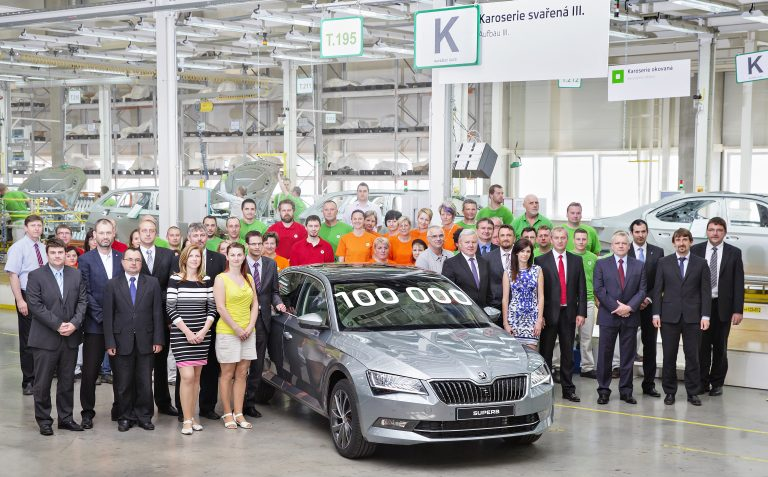 160511 100,000th SKODA Superb produced in Kvasiny