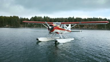 It's quite normal to travel by seaplane to remote parts of the 'bear' island. (Photo: ŠKODA AUTO a.s.)