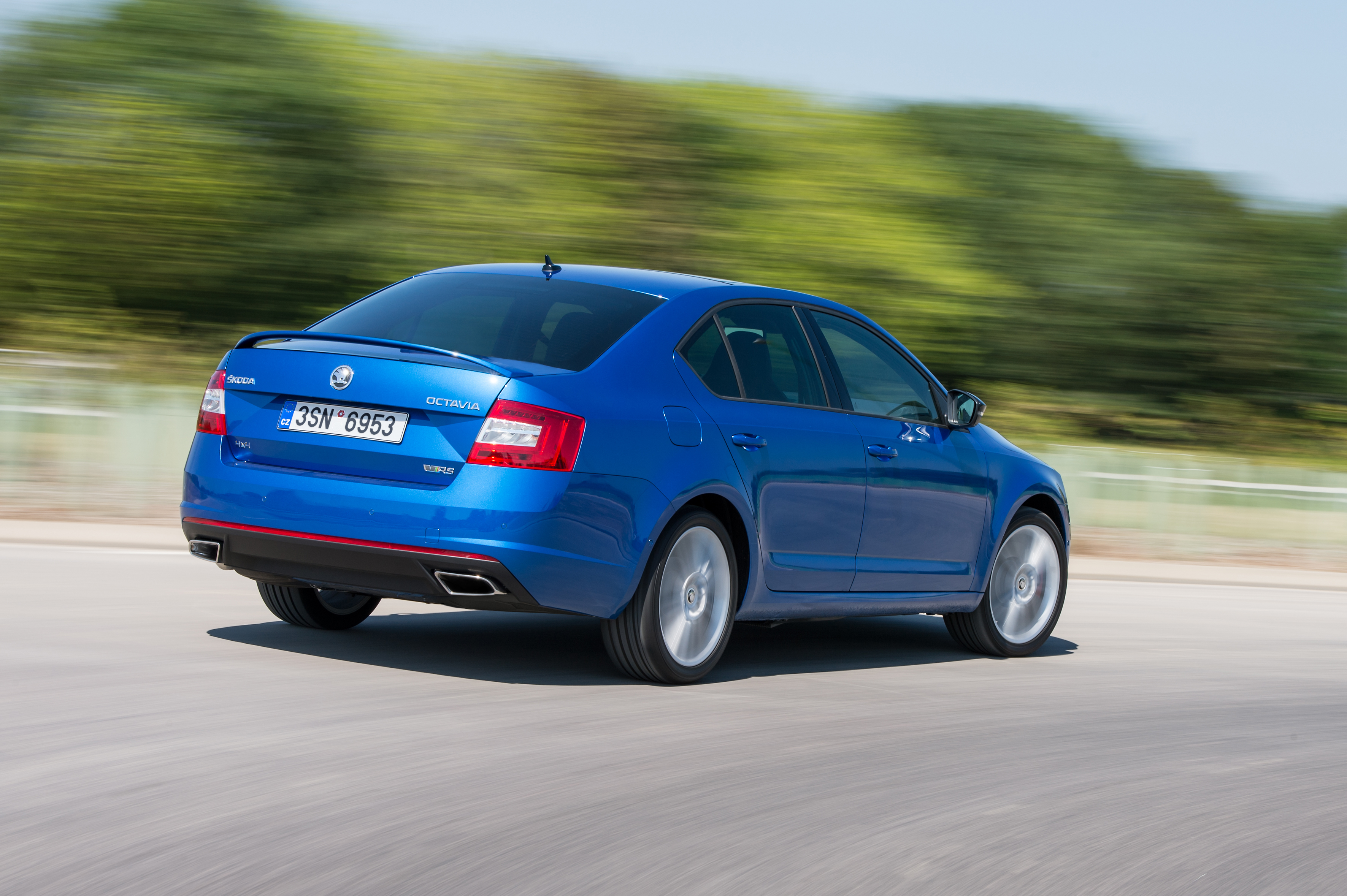 ŠKODA Octavia RS: Now with all-wheel drive and six-speed ...