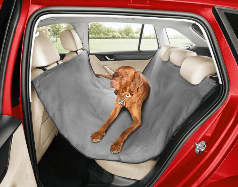 Nepromokavý a omyvatelný: ochranný potah zadních sedaček