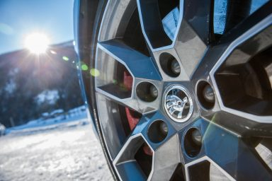 The shoot in Obertauern presented an ideal opportunity to highlight the advantages of all-wheel drive. With perfect traction, the Octavia RS 4x4 is easy to control in adverse conditions. (Photo: Bernhard Huber)