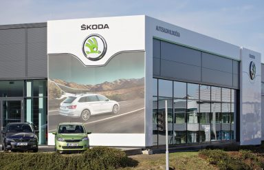 Autosalon Klokočka in the Karlovarská street, Prague 6, which became the 1,000th rebranded ŠKODA autosalon worldwide. (Photo: Private archive)