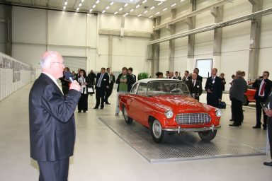 A master at recounting the rich history of ŠKODA: Bohuslav Čtvrtečka at the eightieth anniversary celebration for the Kvasiny factory. (Photo: Private archive)