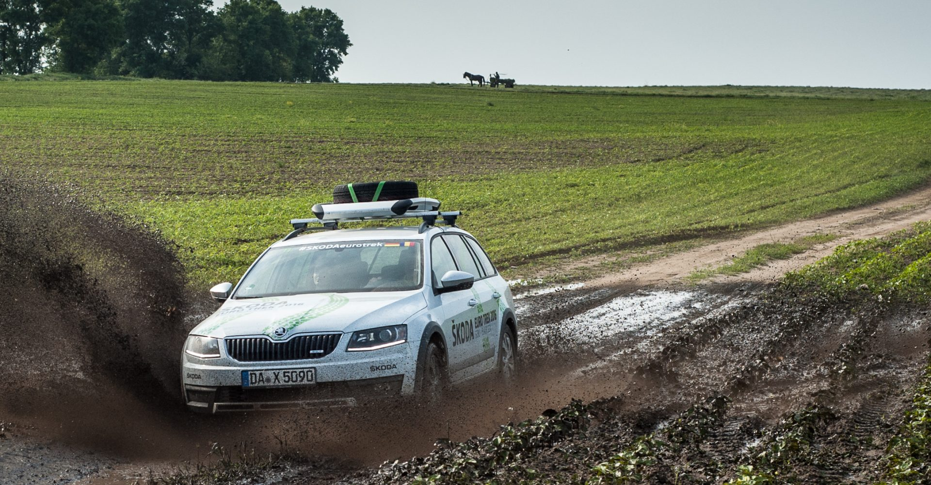 ŠKODA Euro Trek 2016: Gravel, Mud and Scary Vampire Stories