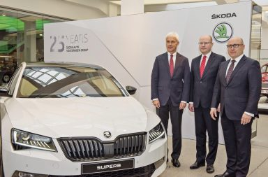 Happy 25th Birthday, ŠKODA and Volkswagen! Anniversary celebrations at the Laurin & Klement Forum of the ŠKODA Museum in Mladá Boleslav. In the presence of Czech Prime Minister Bohuslav Sobotka (center) and Volkswagen CEO Matthias Müller (left), ŠKODA CEO Bernhard Maier emphasised the outstanding success of the company's 121-year history. (Photo: ŠKODA AUTO a.s.)
