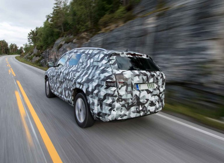 Disguised on the road in Norway: In particular, the new assistance systems, the driving and acoustic comfort, as well as the terrain capabilities were examined during the ŠKODA KODIAQ road tests.