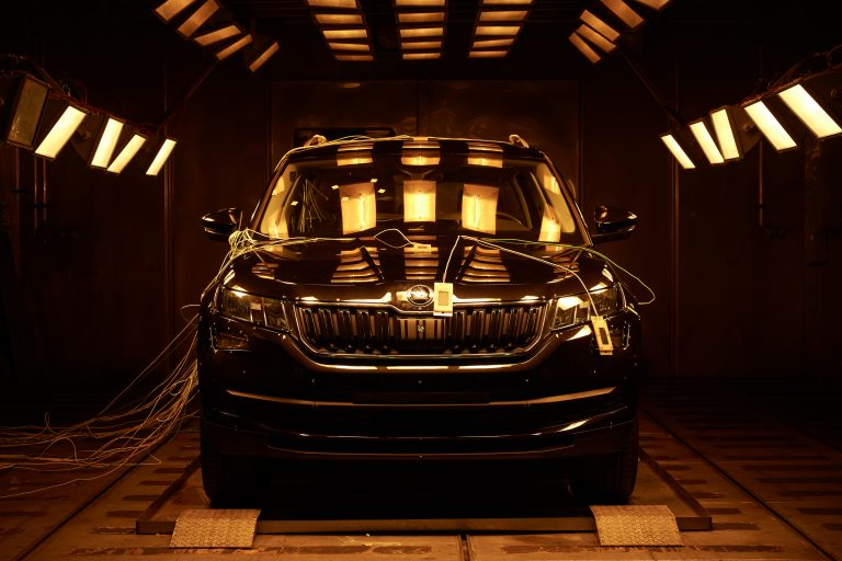 Heat lamps on, temperature to the max: The ŠKODA KODIAQ in the blazing heat of a climate test stand. The claim: Even at extreme temperatures, the technology must function reliably - throughout the lifetime of the car.