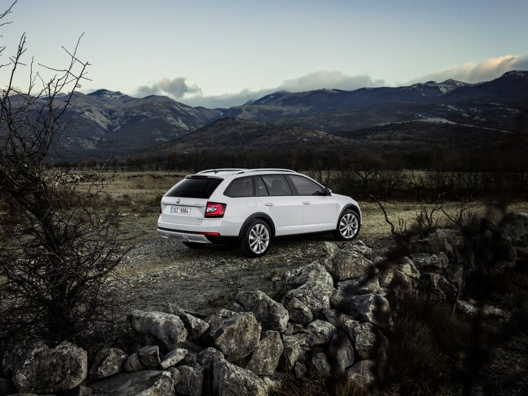 ŠKODA OCTAVIA SCOUT: Robust all-rounder receives new technology