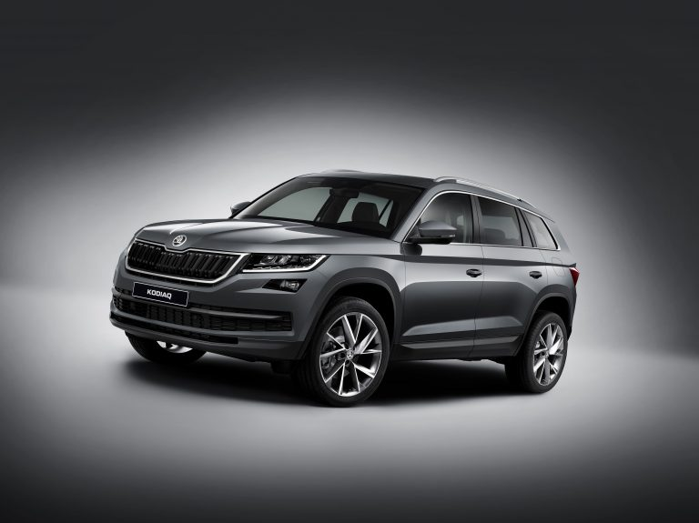 All of the ŠKODA KODIAQ's lines are clear, precise and clean-cut. The wide, three-dimensional radiator grille is striking and conveys the robust character.