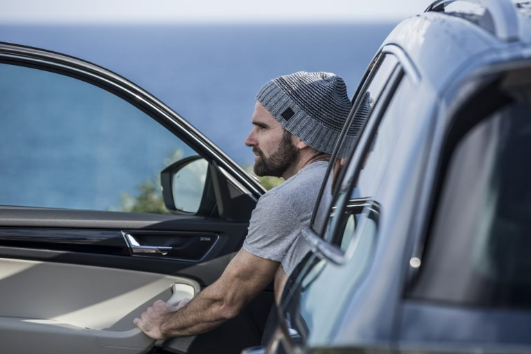 Sebastián drives the KODIAQ towards Palma again