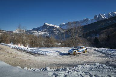 Mikkelsen před Kopeckým: ŠKODA vstupuje do finále Rally Monte Carlo s dvojitým vedením