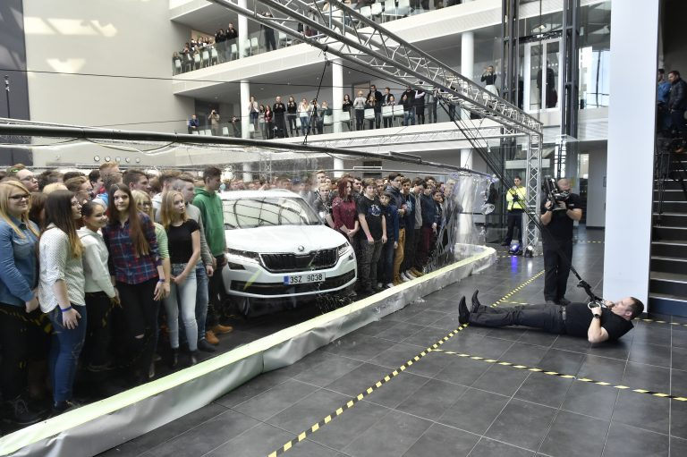 World Record: KODIAQ and 275 people in a bubble