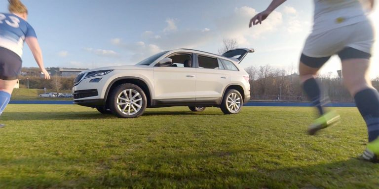 ŠKODA KODIAQ vs. rugby team