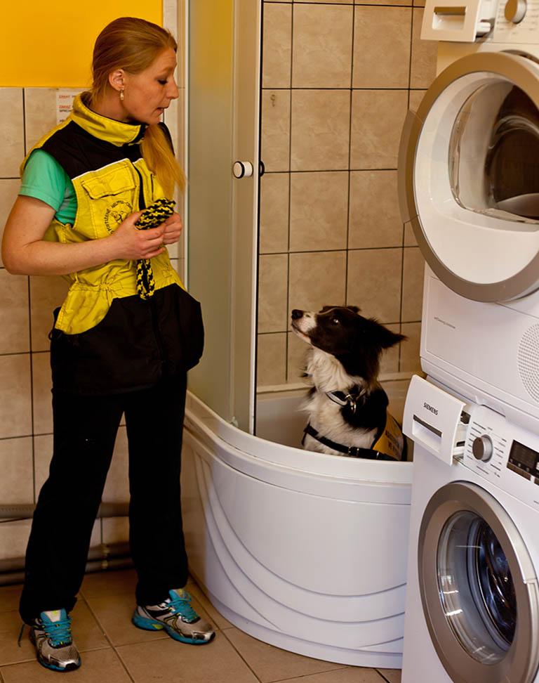 3-Cviceni-asistence-v-koupelne-trenerka-Tatsiana-Auramava_IMG_2135.ret_