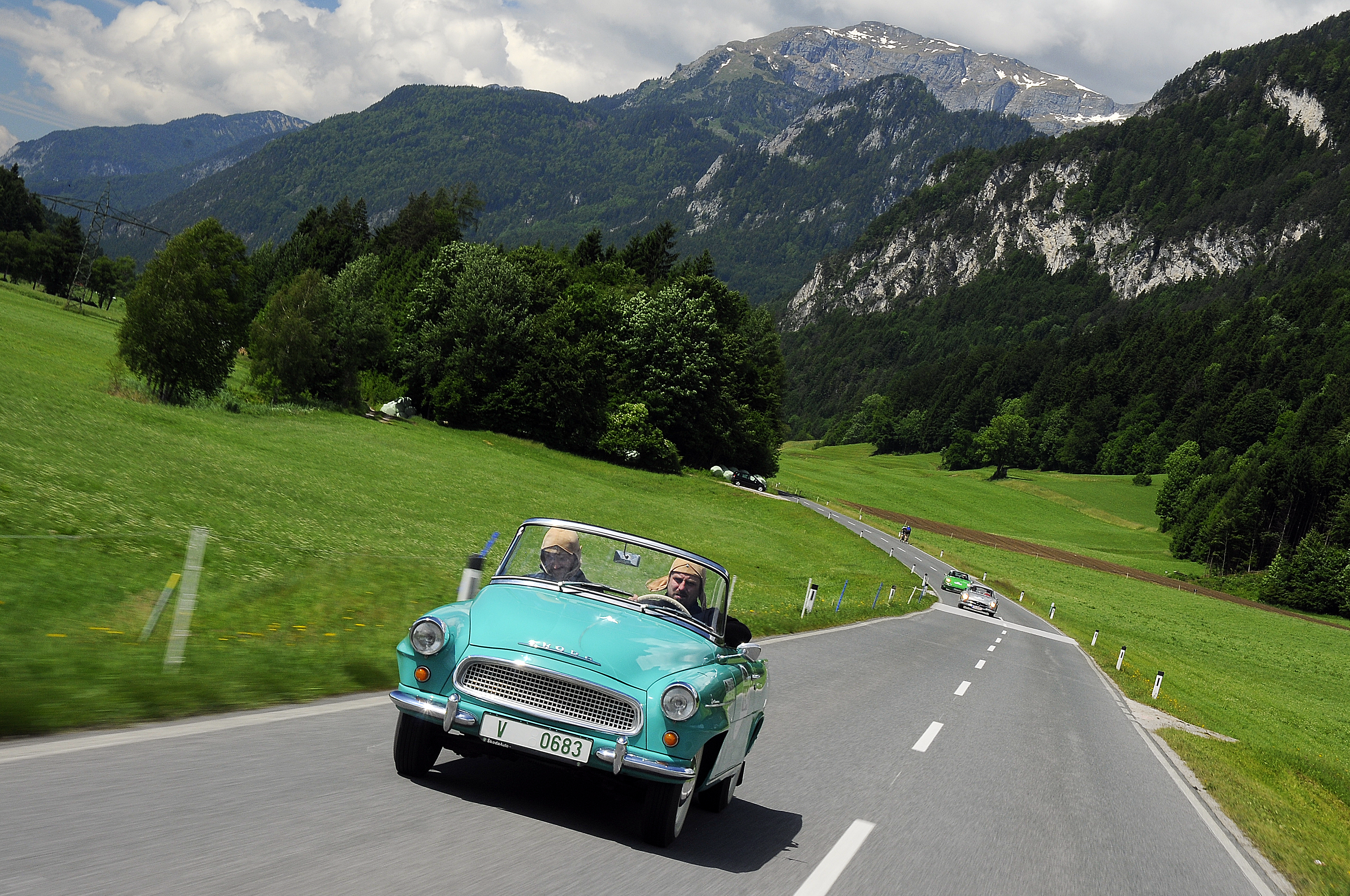 Vintage Cars Alpine Scenes ŠKODA Sends Two Cult Cars To The - Auto classic cars
