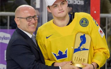 ŠKODA CEO Bernhard Maier honours Most Valuable Player of 2017 IIHF Ice Hockey World Championship