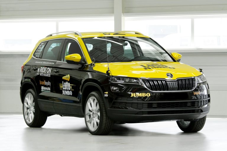 ŠKODA KAROQ escorts three teams during the first stage of the Tour de France