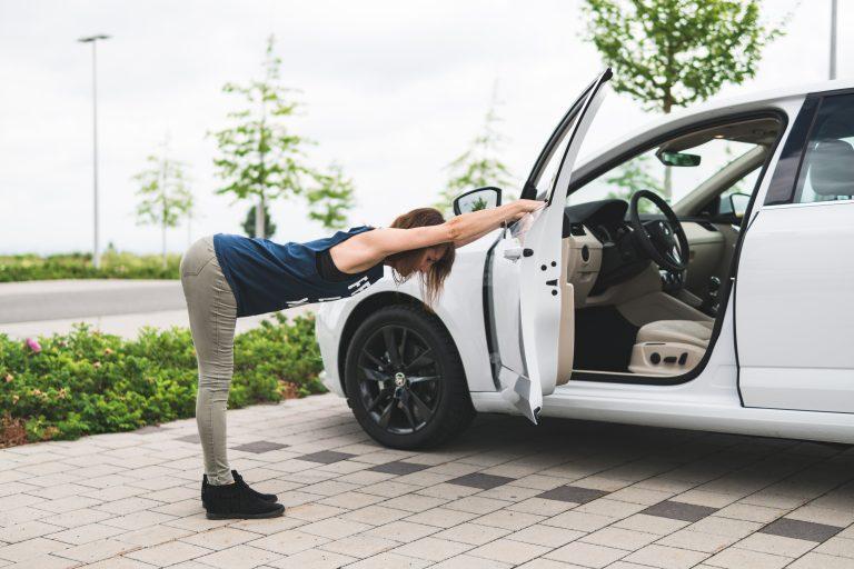 Relaxujte vedle auta