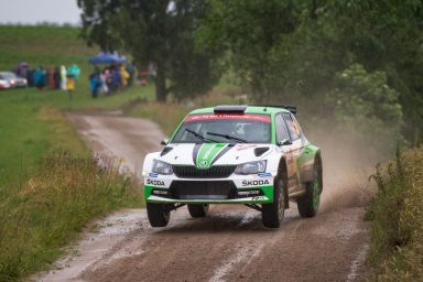 Polská rally: dvojité vedení pro značku ŠKODA v kategorii WRC 2. O. C. Veiby je před Pontusem Tidemandem