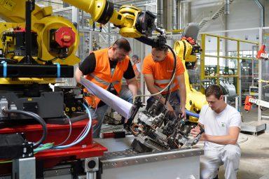 ŠKODA AUTO rozbíhá výrobu po celozávodní dovolené s modernizovanými výrobními technologiemi