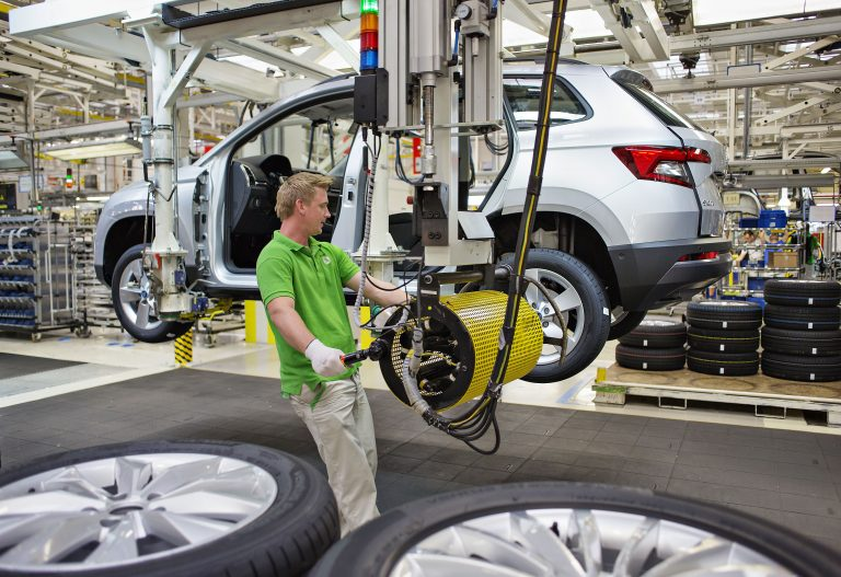 ŠKODA AUTO begins series production of compact SUV KAROQ at Kvasiny plant