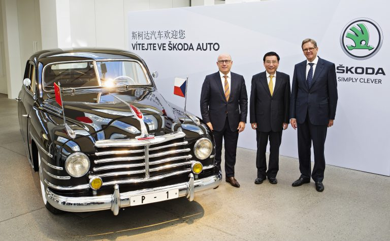 Čínská vládní delegace navštívila závod společnosti ŠKODA AUTO a ŠKODA Muzeum v Mladé Boleslavi