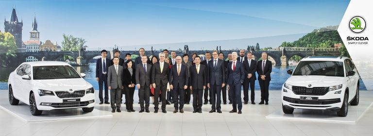 Chinese government delegation visits ŠKODA AUTO plant and museum in Mladá Boleslav