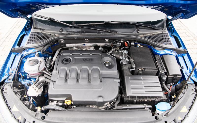 Blue-octavia-close-look-engine