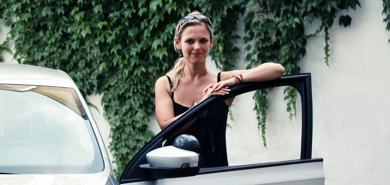 Driving-instructor-K.Pivrncova-with-rapid-2-1