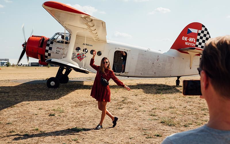 Bezdekova-with-plane