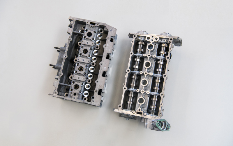 Engine-head-and-valve-cover