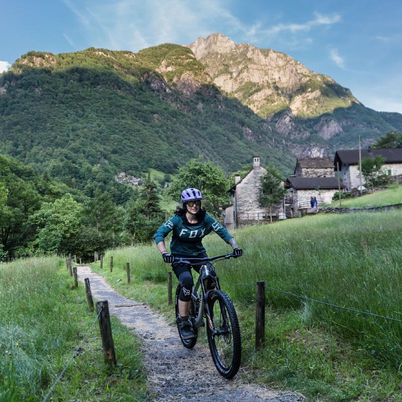Nina-ride-bike-mountains