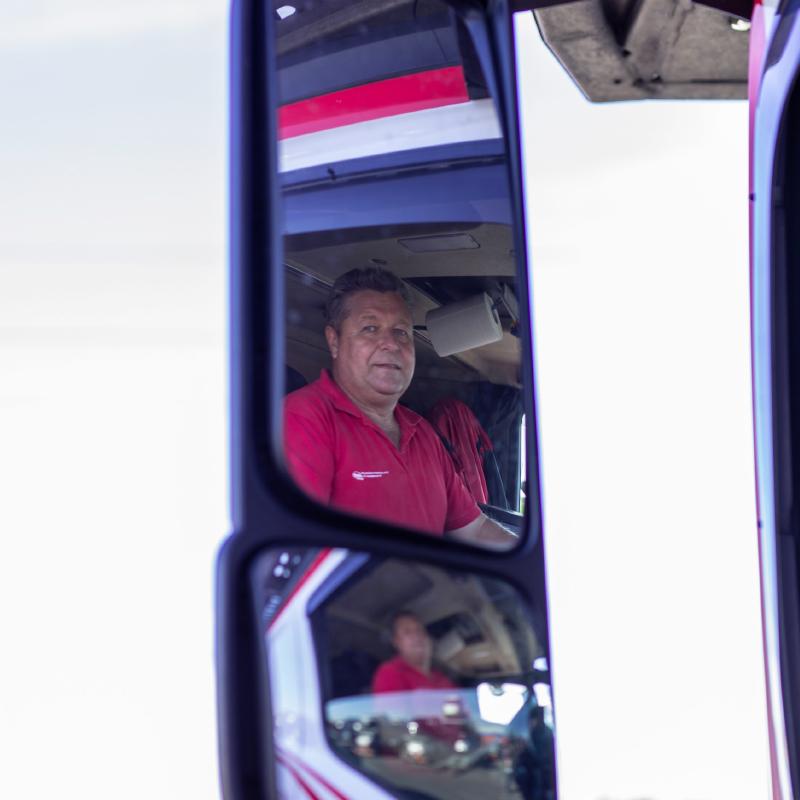Jaroslav-Tetek-in-mirror