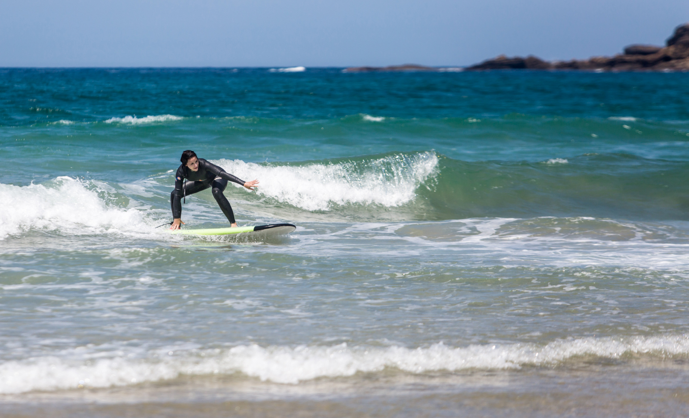 Nina-is-surfing-big
