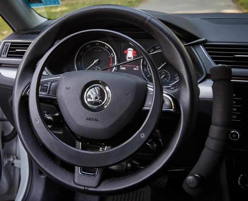 steering-wheel-close-view