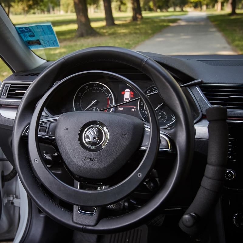 steering-wheel-close-view