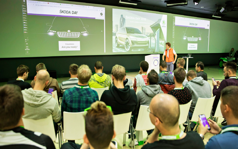 Skoda-HR-Day-students-phones-conference-